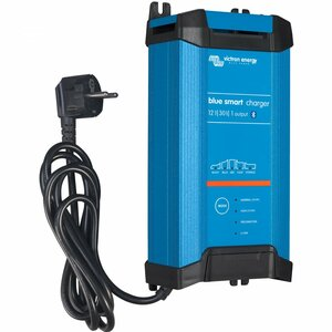 Victron Blue Smart IP22 IUoU Batterieladegerät 12V / 30A,...